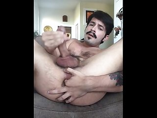 Luigi plays with his ass and cums on cam