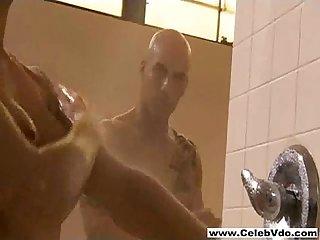 Jessi lata gorący prysznic scena
