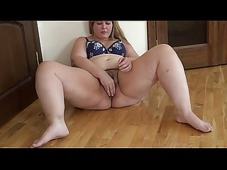 BBW puts an apple in her hairy pussy