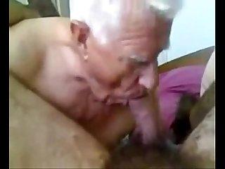 Velho fazendo o gordinho pirar