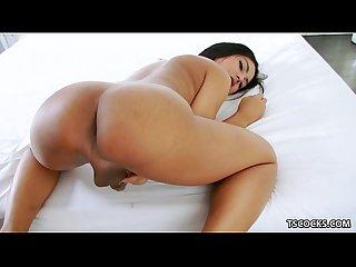 Ladyboy manow masturbating