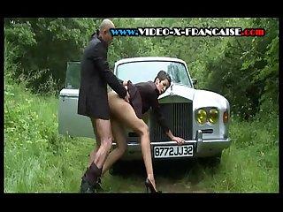 Baise dans un auto sans gne