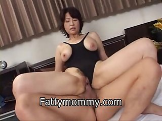 Mature asian A lone mom making sex in swimming suit
