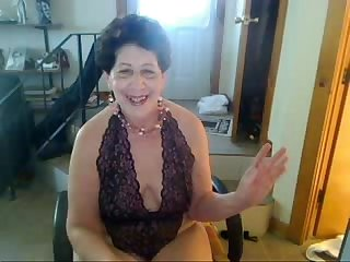 Old sag tittie butt slut enjoys singing on cam xvid