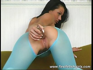 Flexi fetish babe spreading