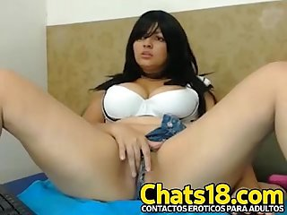 Nena latina mostrando por webcam bien caliente jugando con dildo tremenda cola perfecta