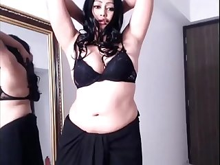 Desi chubby hot dance in black saree